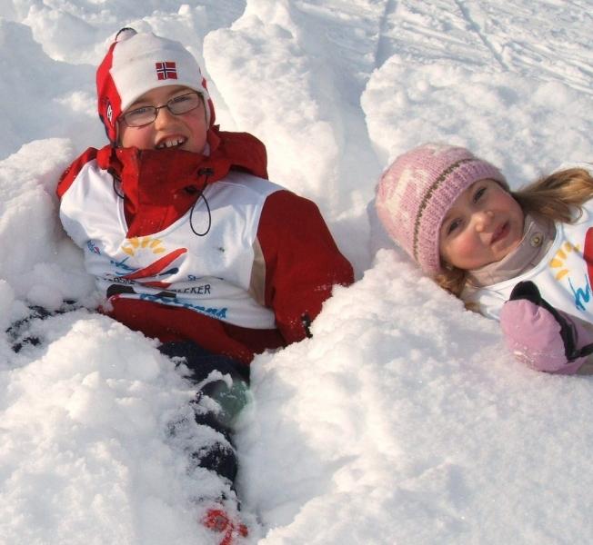 skiskolen-drukner-i-snoen